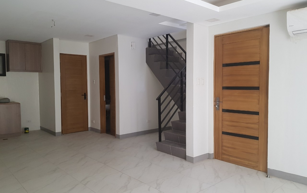 Townhouse in Kalayaan Makati for rent or sale